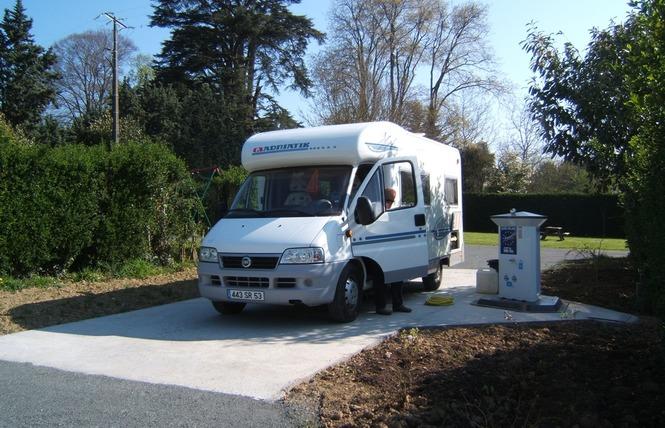 AIRE DE SERVICE CAMPING-CARS 1 - Bouère