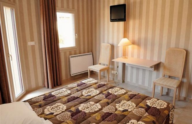 HOTEL RESTAURANT L'AMPHITRYON 11 - Coudray