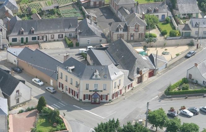 HOTEL RESTAURANT LE RELAIS 1 - Saint-Quentin-les-Anges