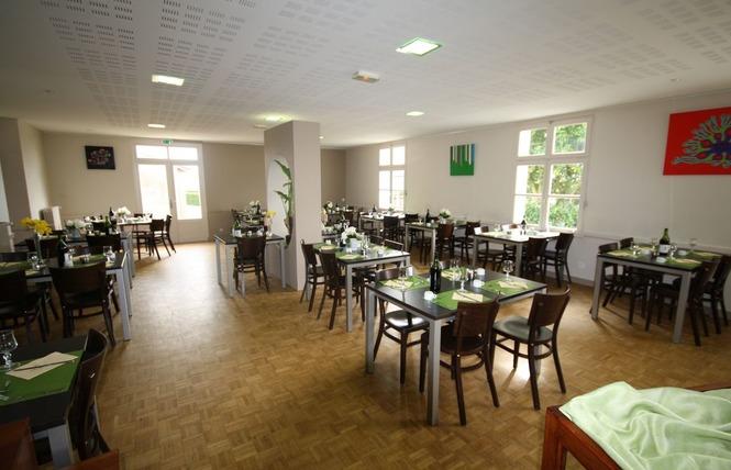 HOTEL RESTAURANT LE CAMELIA 4 - Ruillé-Froid-Fonds