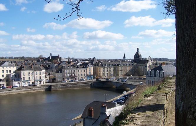 LA VILLE DE CHÂTEAU-GONTIER-SUR-MAYENNE 1 - Château-Gontier-sur-Mayenne