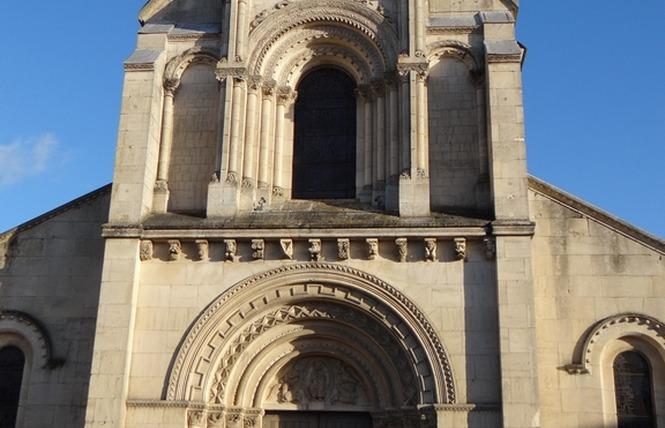 EGLISE SAINT JEAN BAPTISTE 12 - Château-Gontier-sur-Mayenne