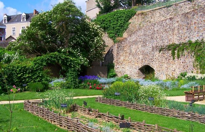 LA VILLE DE CHÂTEAU-GONTIER-SUR-MAYENNE 9 - Château-Gontier-sur-Mayenne