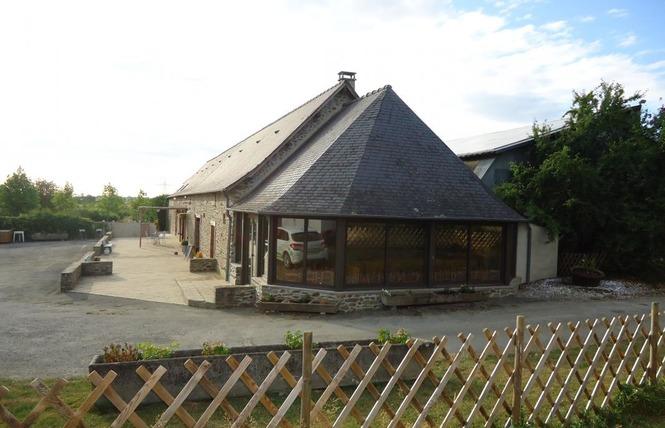 GÎTE DE GROUPE LE HAMEAU DE CYPRIEN 1 - Quelaines-Saint-Gault